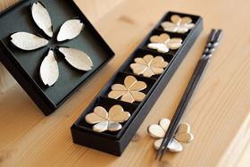 Tablewares : chopstick/cutlery rests