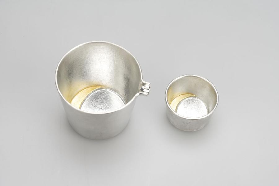 511243-281_Sake-Sauce-Pitcher_moon_goldLarge-Sake-Cup_moon_gold