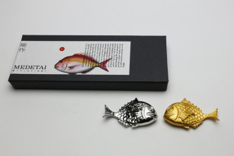501714_ChopstickRest_fortunefish-setof2