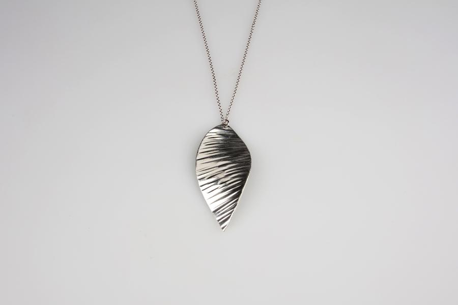 600211_pendant suzuha_ripple texture
